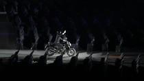 Membandingkan Saat Jokowi dan Ratu Elizabeth Pakai Stuntman