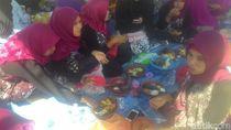 Tengok Meriahnya Pesta Rujak Uleg Seribu Cobek di Lamongan Ini