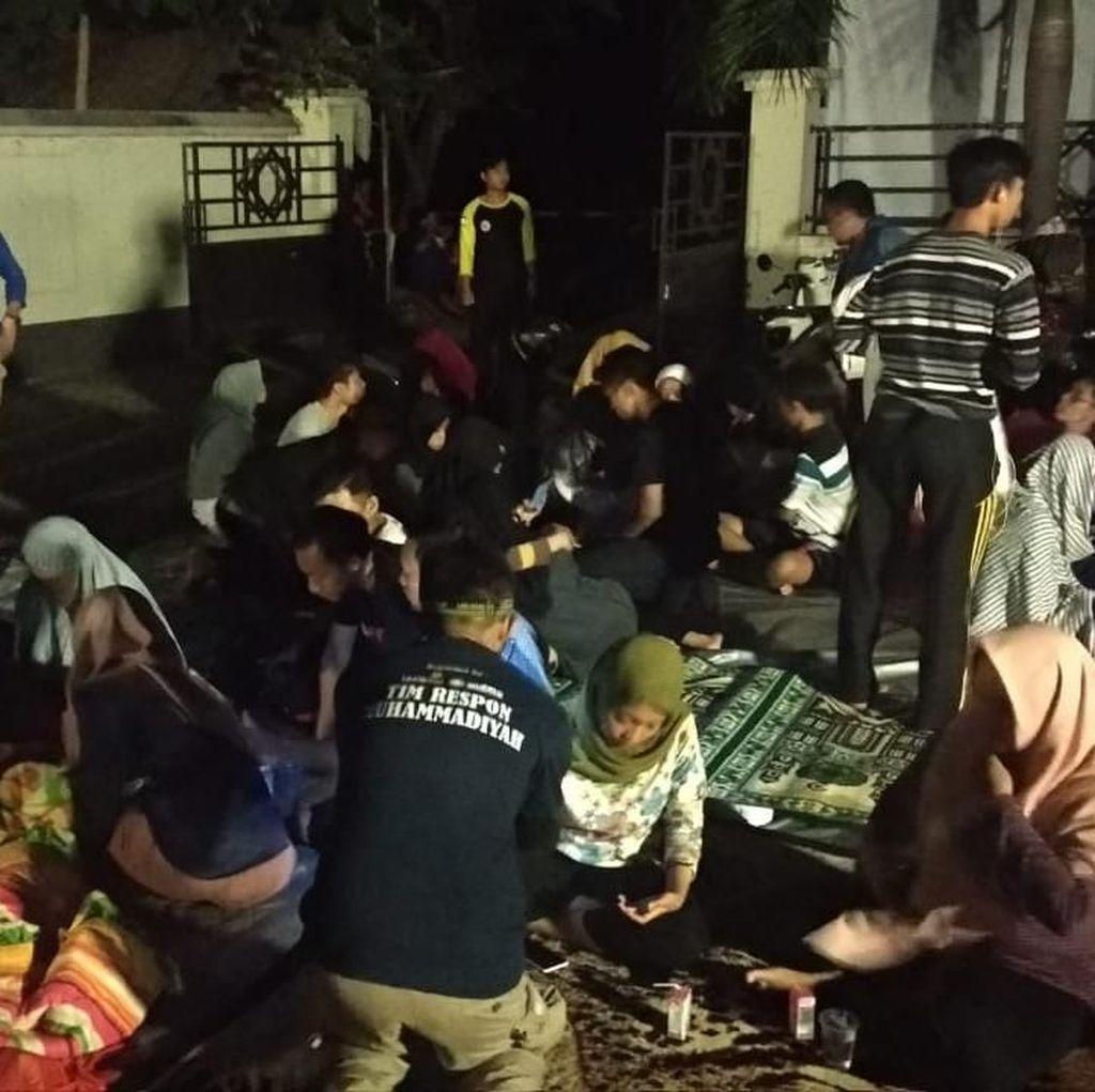Warga di Mataram Berlarian ke Lapangan Saat Gempa 7,0 SR
