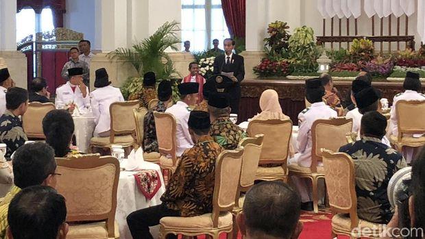 Jokowi Hadiahi Joni Sepeda dan Rumah, Bonus Main ke Dufan dan TMII