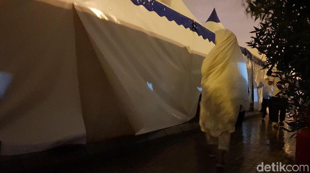 Angin dan Hujan Deras Guyur Arafah di Malam Sebelum Wukuf