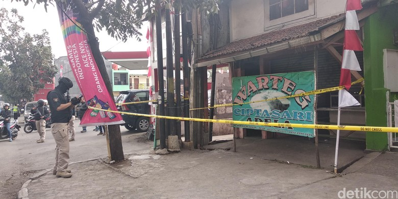 Geger 4 Koper Mencurigakan Dalam Warteg di Bandung