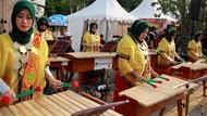 11 Alat Musik Tradisional dan Cara Memainkannya