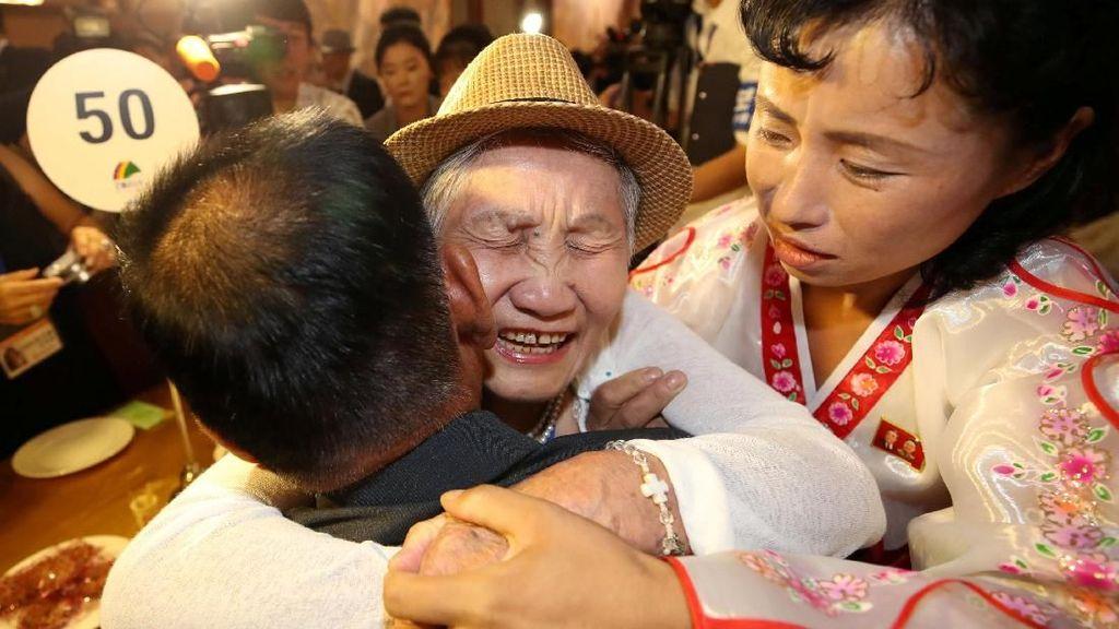 65 Tahun Berpisah karena Perang, Warga Korut dan Korsel Bertemu