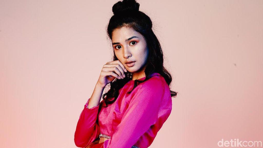 Berawal Ingin Jadi Penyanyi, Mikha Tambayong Loncat ke Gadis Sampul