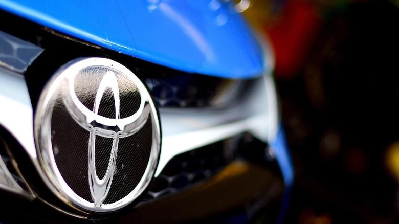 LONG POND, PA - AUGUST 01: A Toyota logo is seen on the car of Clint Bowyer, driver of the #15 Maxwell House Toyota, in the garage during practice for the NASCAR Sprint Cup Series Windows 10 400 at Pocono Raceway on August 1, 2015 in Long Pond, Pennsylvania.   Jared C. Tilton/Getty Images/AFP