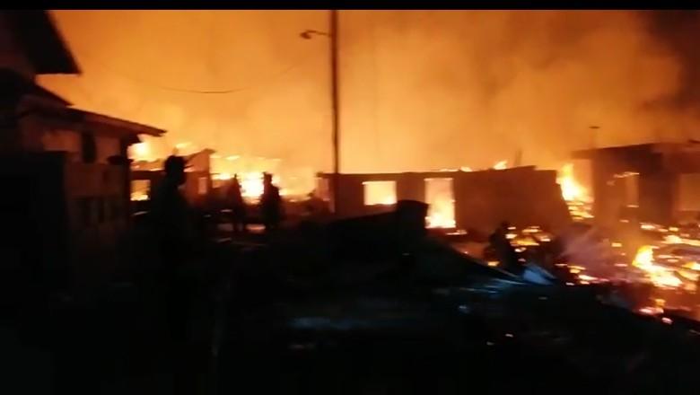 Kebakaran Terjadi di Pulau Bungin NTB Pascagempa 7 SR