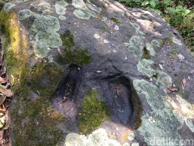 Sepasang Telapak Kaki Misterius di Gunung Putri, Ciamis