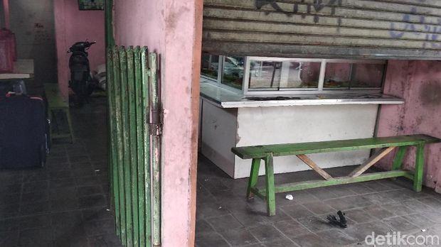 Heboh 4 Koper Mencurigakan Tersimpan Depan Warteg di Bandung