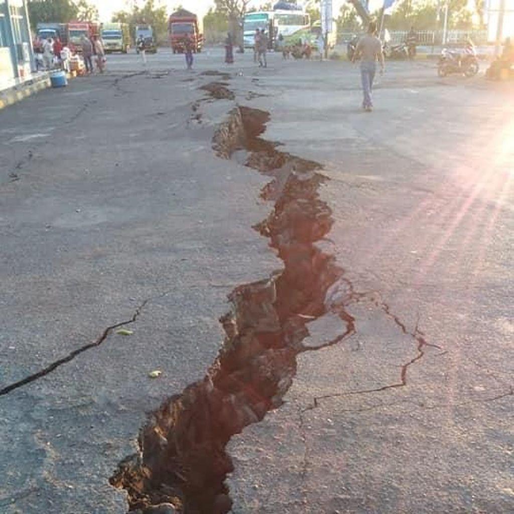 Video: Jalan di Pelabuhan Kayangan Lombok Retak Parah Akibat Gempa