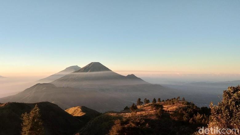 Sunrise menawan di Gunung Prau, Wonosobo (Muhammad Idris/detikTravel)