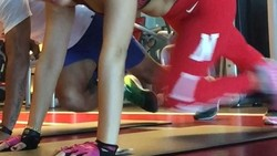 Kesuksesan pesepak bola Beto Goncalves tentu tak lepas dari peran sang istri, Rosmala Dewi. Di sisi lain, Dewi pun rupanya hobi berolahraga.