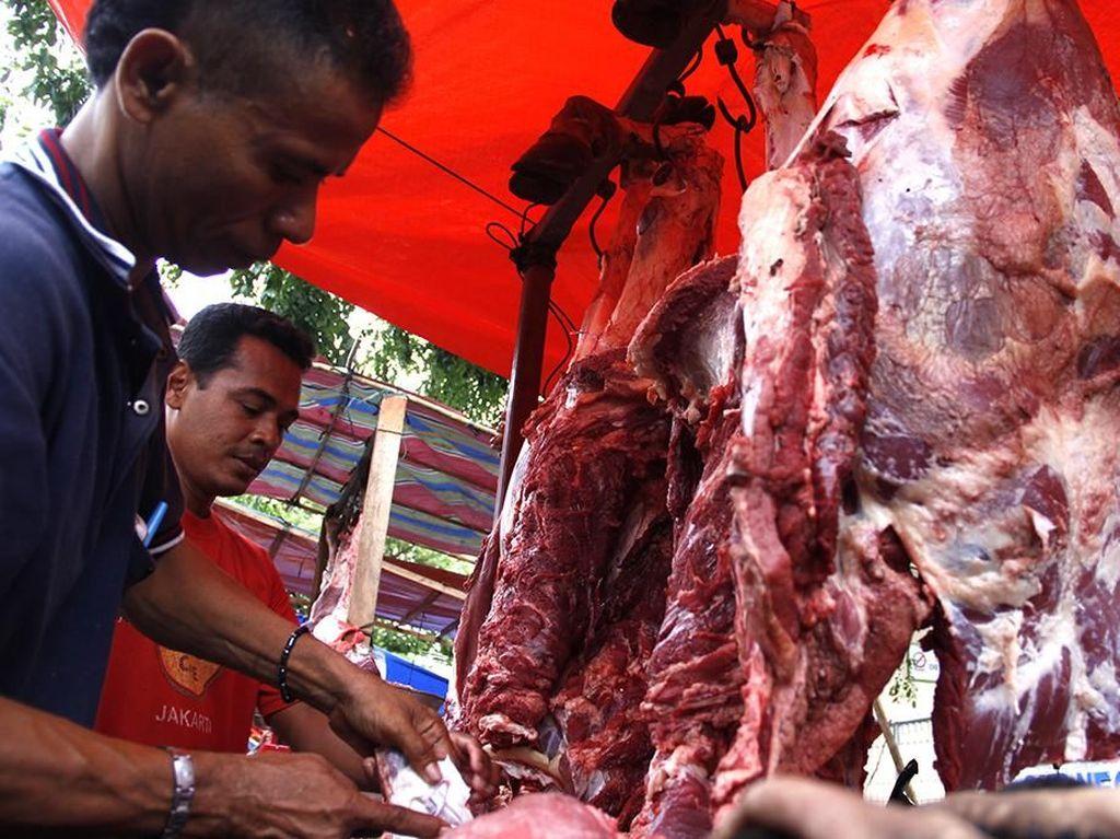 Lomba Belah Kepala Lembu Semarakkan Festival Meugang di Aceh