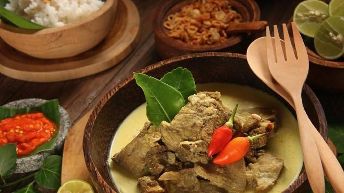 Gulai termasuk ke dalam makanan berlemak tinggi. (Foto: iStock)