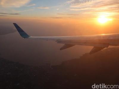 Cantiknya Sunset Manado di Balik Jendela Pesawat