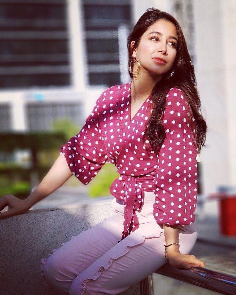 Download Mp3 Lagu Via Vallen Meraih Bintang Asian Games 2018: Foto: Liburannya Aseel Omran, Penyanyi Arab Yang Cover