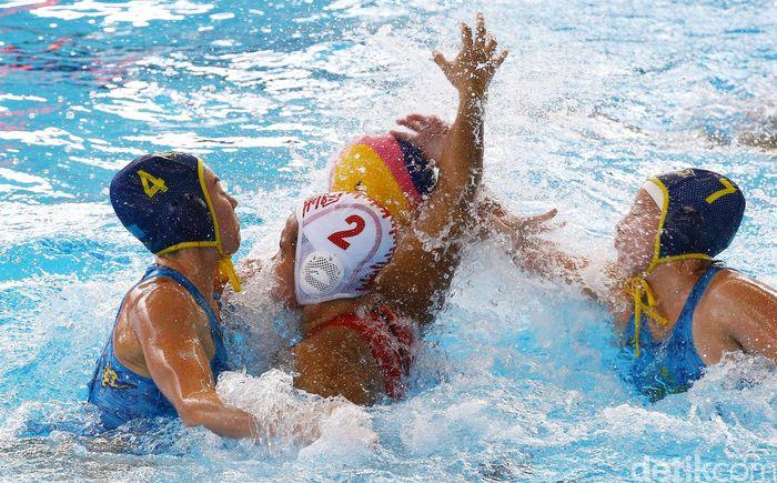 Tim polo air putri Indonesia bertanding melawan Kazakhstan di Stadion Akuatik GBK Jakarta.