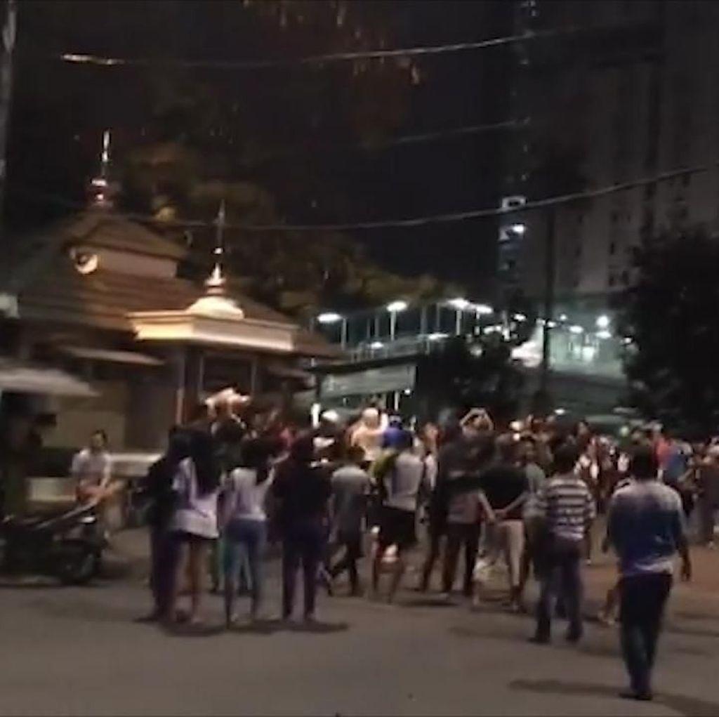 Video Tawuran Warga di Depan Pasar Rumput Manggarai