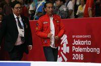 Jaket merah Bulls Syndicate saat dipakai Jokowi menonton Lindswell.