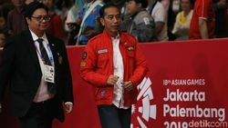 Nonton Asian Games, Jokowi Pakai Jaket Anak Motor