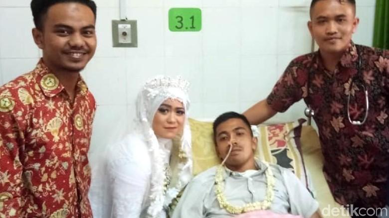Cerita Pasangan Asal Sukabumi yang Menikah di Rumah Sakit