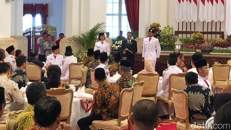 Cerita Tarisa Bawa Bendera Pusaka, Grogi Berhadapan dengan Jokowi