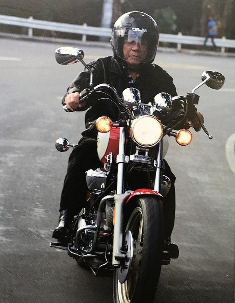 Duterte saat naik motor dengan perangkat keselamatan. Foto: Dok.Istimewa