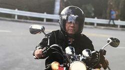 Mirip Jokowi, Presiden Negara Ini Juga Hobi Motoran
