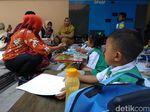 Kemensos Dampingi Pelajar TK yang Ikut Pawai Bercadar dan Bersenjata
