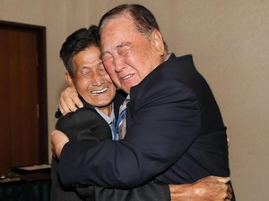 Momen Haru Reuni Keluarga Korut-Korsel Usai 65 Tahun Berpisah
