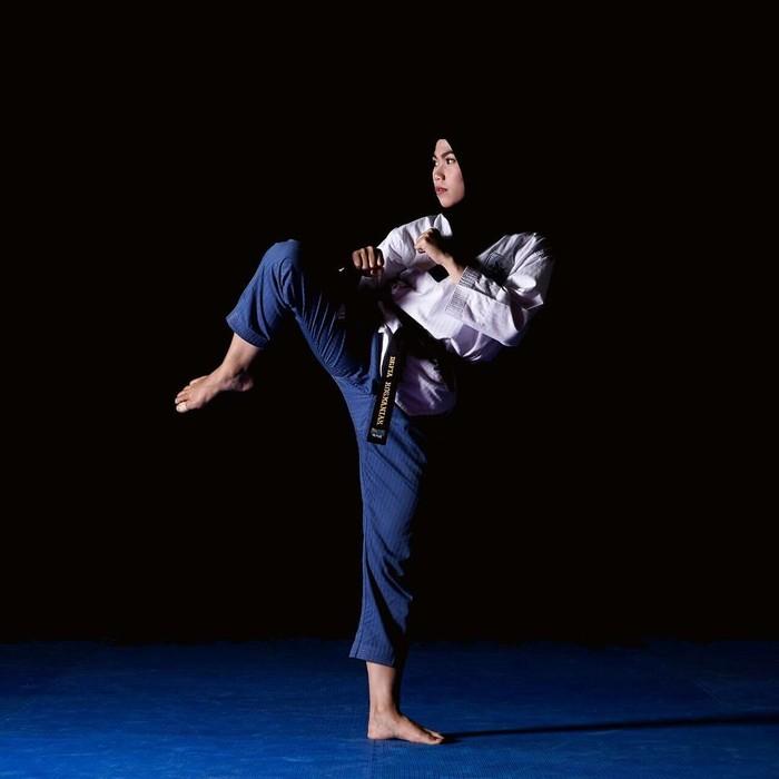 Defia merupakan salah satu mahasiswa di Universitas Negeri Jakarta dan menempuh jurusan Pendidikan Olahraga. (instagram/defiarosmaniar)