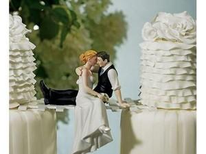 Kocak dan Aneh! 10 Kue Pernikahan Ini Bikin Geleng-geleng Kepala