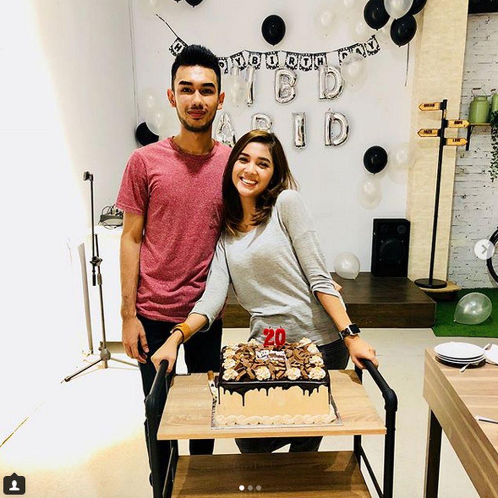 Gugat Cerai, Raya Kitty Hapus Foto Bersama Suami di Instagram