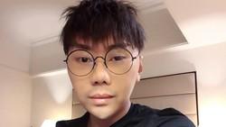 Roy Kiyoshi selalu menjadi perbincangan di media sosial lantaran disebut-sebut melakukan operasi plastik. Inikah tampilan wajah terbaru Roy Kiyoshi?