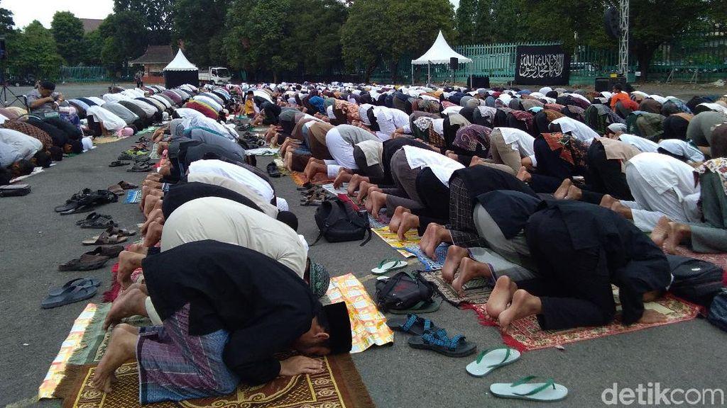 Ribuan Warga Salat Idul Adha di Parkiran Mandala Krida Yogya