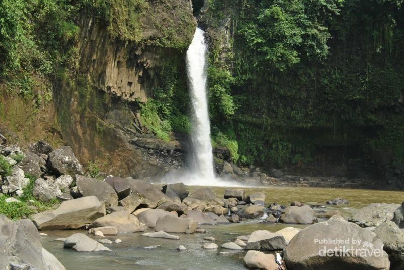 Curug Lontar atau Cilontar berlokasi di Leuwiliang, Bogor. Air terjunnya cantik dan asyik buat hunting foto (Cah Jetak/dTraveler)