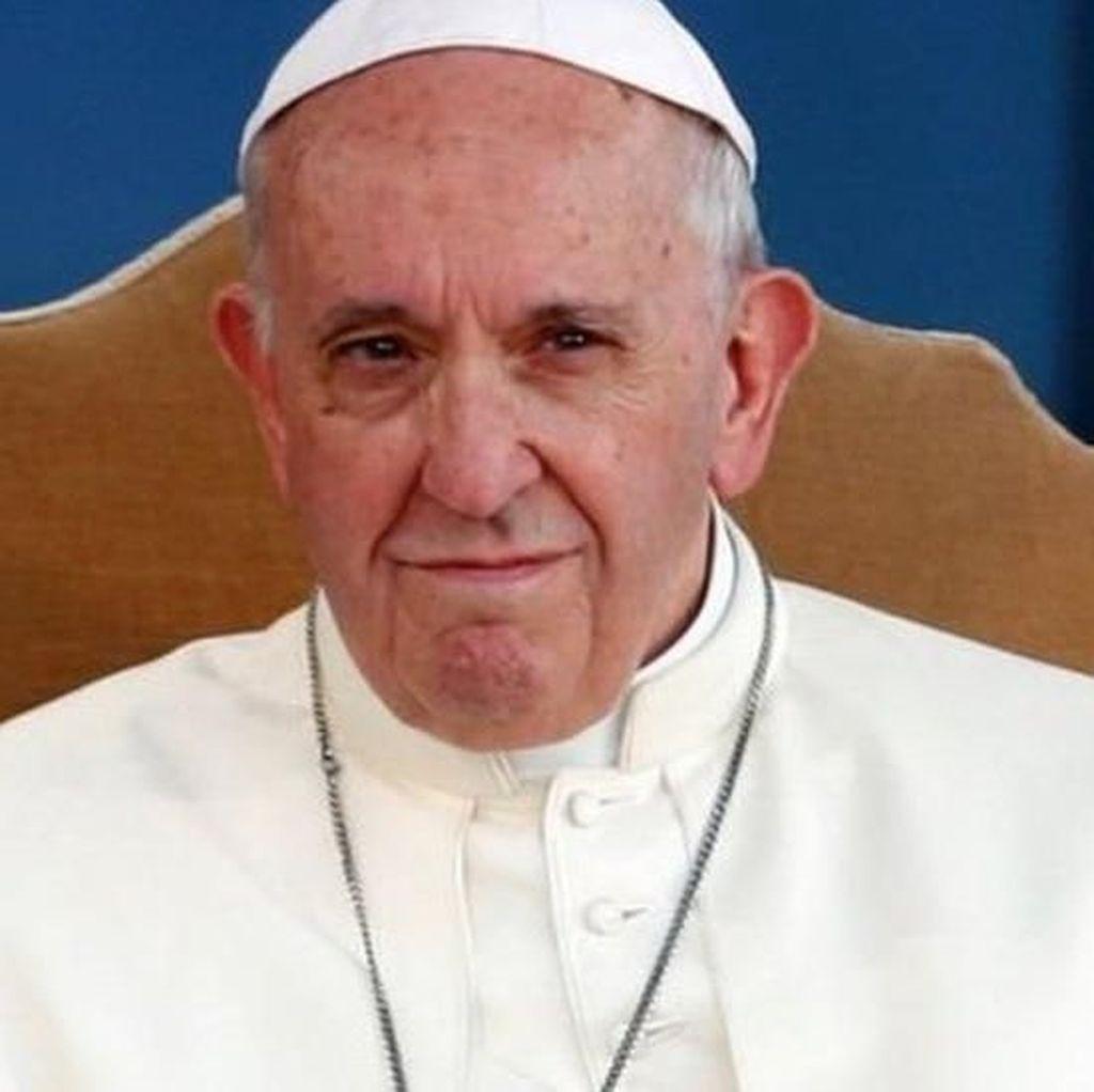 Paus Fransiskus Copot 2 Penasihatnya yang Terseret Skandal Seks