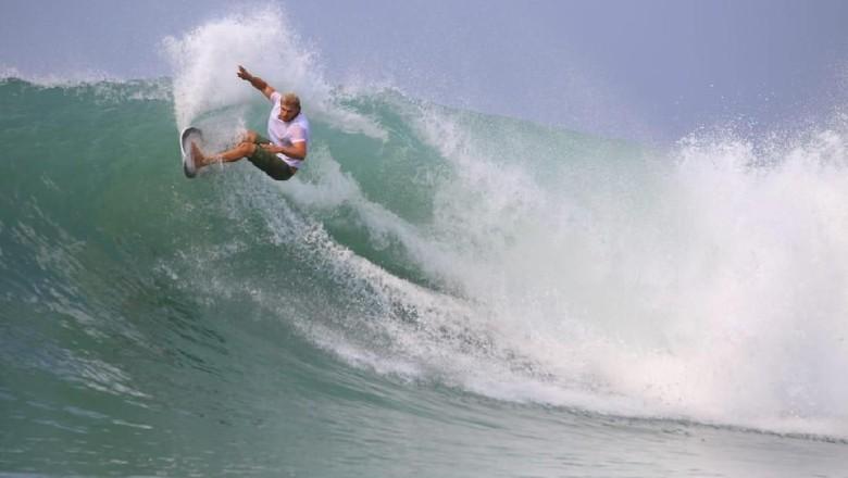Ilustrasi surfer (dok. Kemenpar)