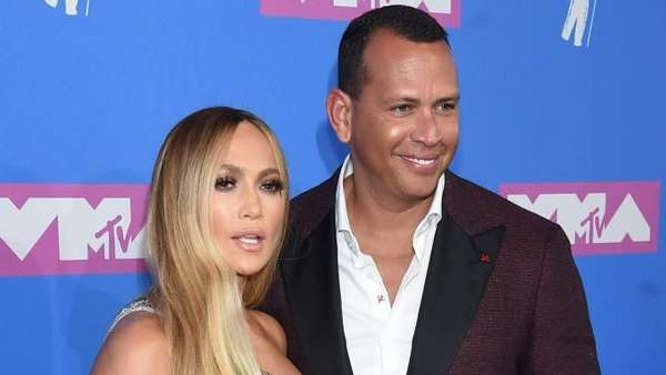 Penampakan Cincin Tunangan Rp 14,2 M Jennifer Lopez