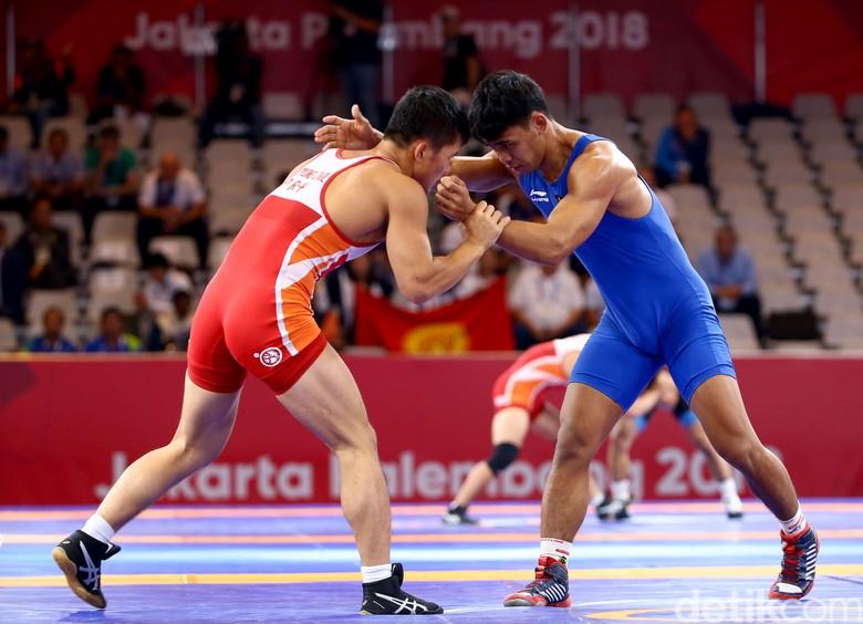 Mantap! Pegulat Indonesia Muhammad Aliansyah Melaju ke Perempatfinal