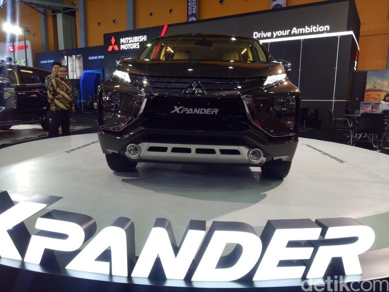 Mitsubishi Xpander warna baru di GIIAS Makassar. Foto: Ibnu Munsir