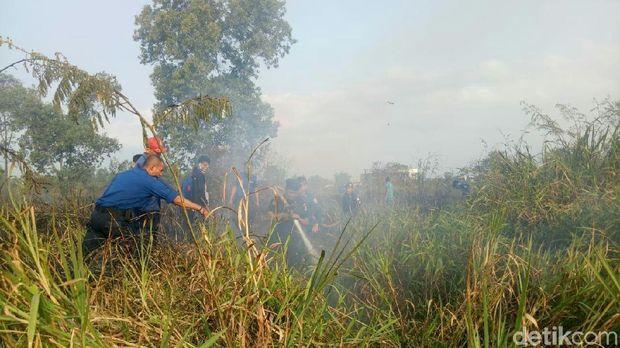 Lahan Dekat Wisma Atlet Jakabaring Terbakar, 4 Heli Dikerahkan