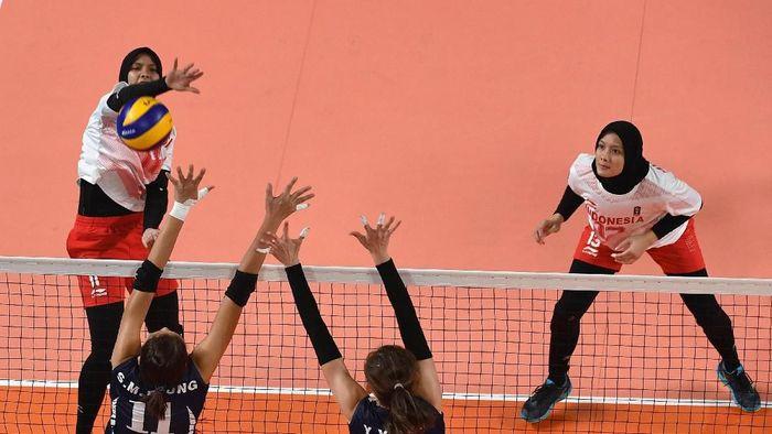 Voli Putri Indonesia menang atas Hong Kong (Melvinas Priananda/ANTARA FOTO/INASGOC)