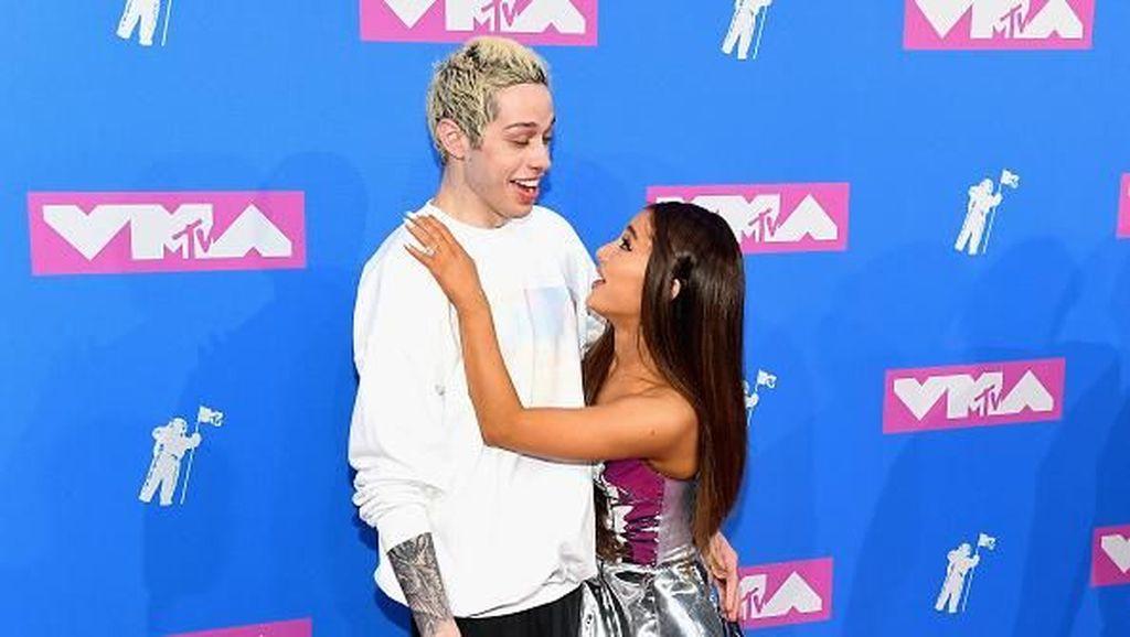 Gaya Selebriti di Red Carpet MTV VMA 2018