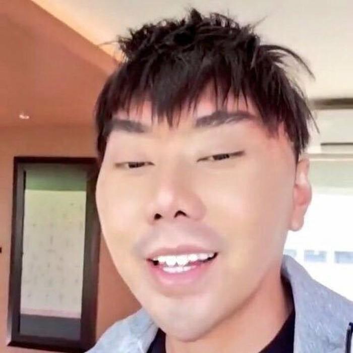 Kini, perubahan wajah pria ahli supranatural itu pun jadi sorotan publik. Foto: Instagram/roykiyoshi