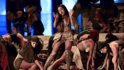 Keren! Ariana Grande Pakai Gaun Karya Desainer Surabaya di MTV Awards
