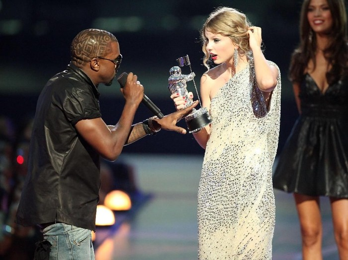 NEW YORK - SEPTEMBER 13:   Kanye West (L) jumps onstage after Taylor Swift (C) won the