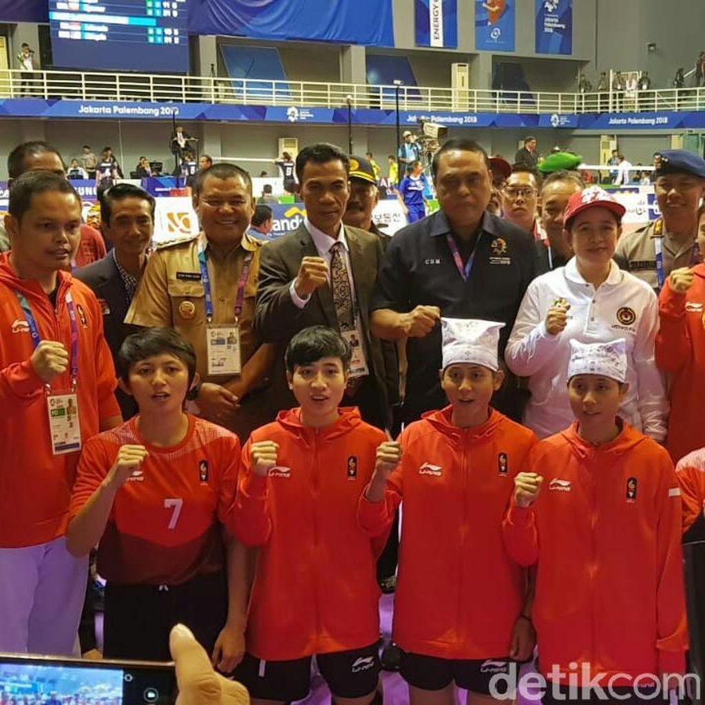 Menko PMK dan CdM Kunjungi Atlet Sepak Takraw untuk Beri Samangat
