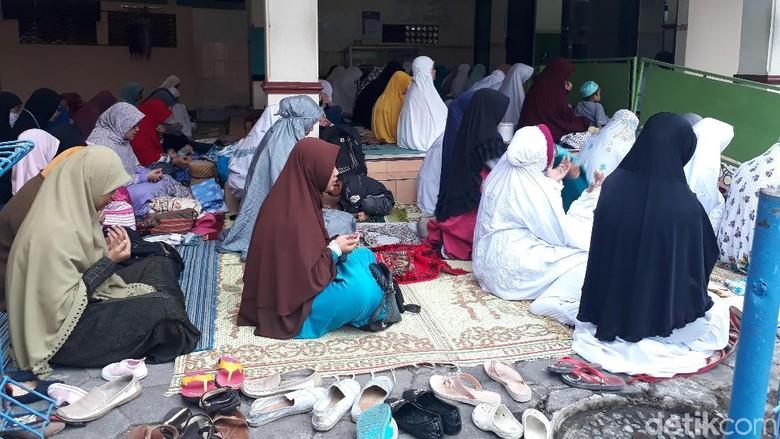 Sebagian Umat Islam di Magelang Salat Ied Hari Ini