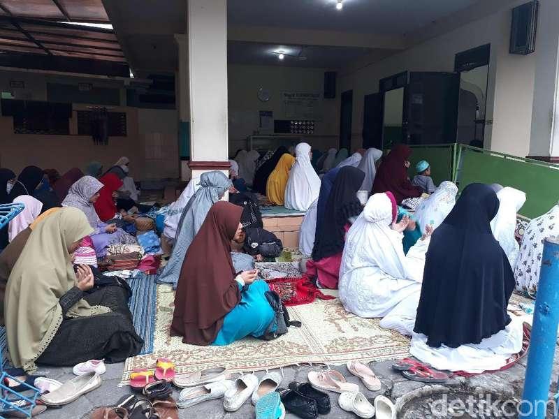 Sebagiam Umat Islam di Magelang Salat Ied Hari Ini